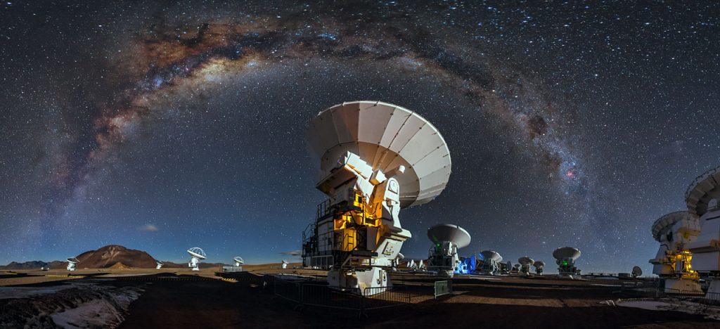 Radiotelescópio ALMA, no Chile (créditos: A. Duro/ESO)