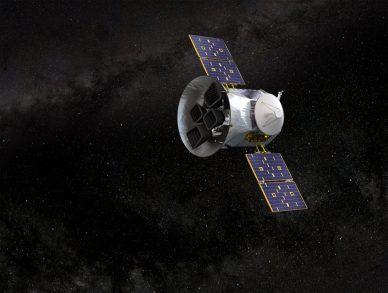 Imagem artística do satélite TESS no espaço.