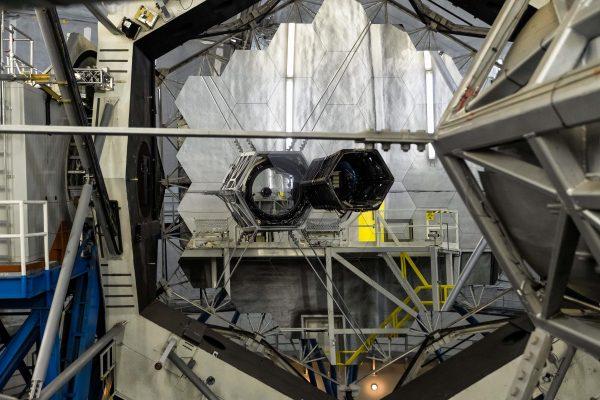 Espelho primário de um dos telescópio Keck.