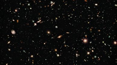 Old galaxies seen by the Hubble Space Telescope