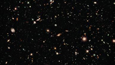 Galáxias antigas vistas pelo Telescópio Espacial Hubble