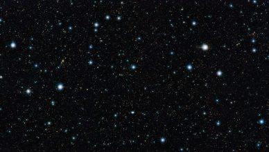O campo do COSMOS, na constelação do Sextante, observado pelo telescópio VISTA (ESO) na banda do infravermelho.