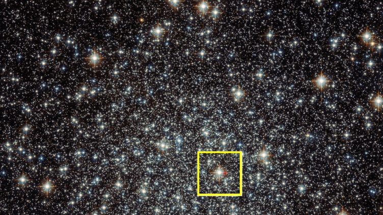 Sobreposição de dados do MUSE numa imagem do enxame M22, obtida pelo telescópio espacial Hubble.
