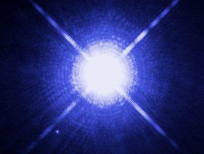 A estrela Sírius e a sua companheira, a anã branca Sírius B.
