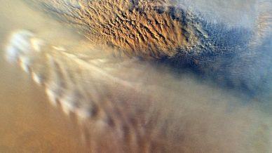 Imagem de uma tempestade de poeira em Marte obtida em 2007 pela Mars Reconnaissance Orbiter, da NASA.